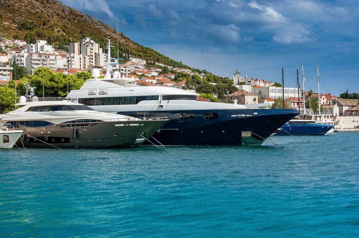 Motor yachts renting