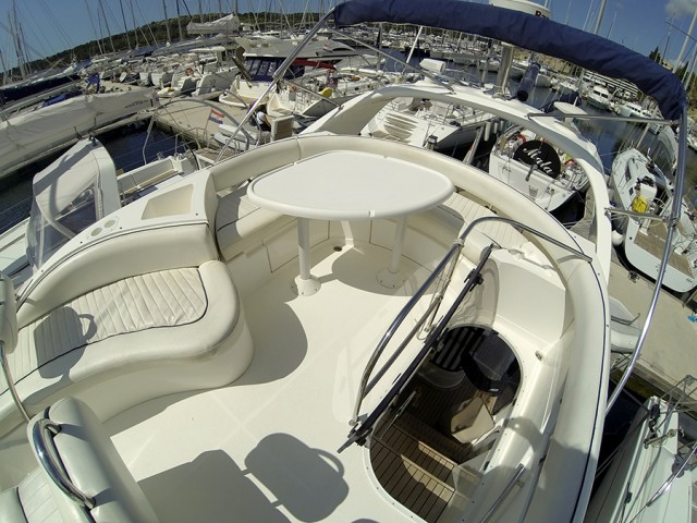 Fairline Phantom 40 charter