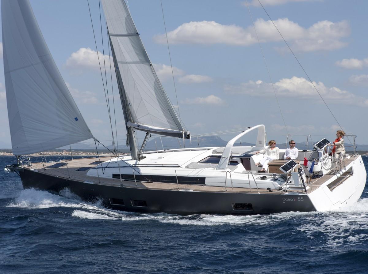 Beneteau Oceanis 55 sailing