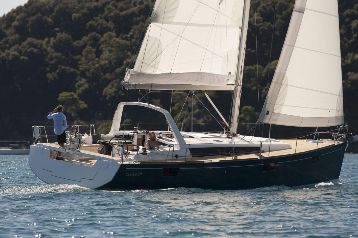Beneteau Oceanis 48 sailing