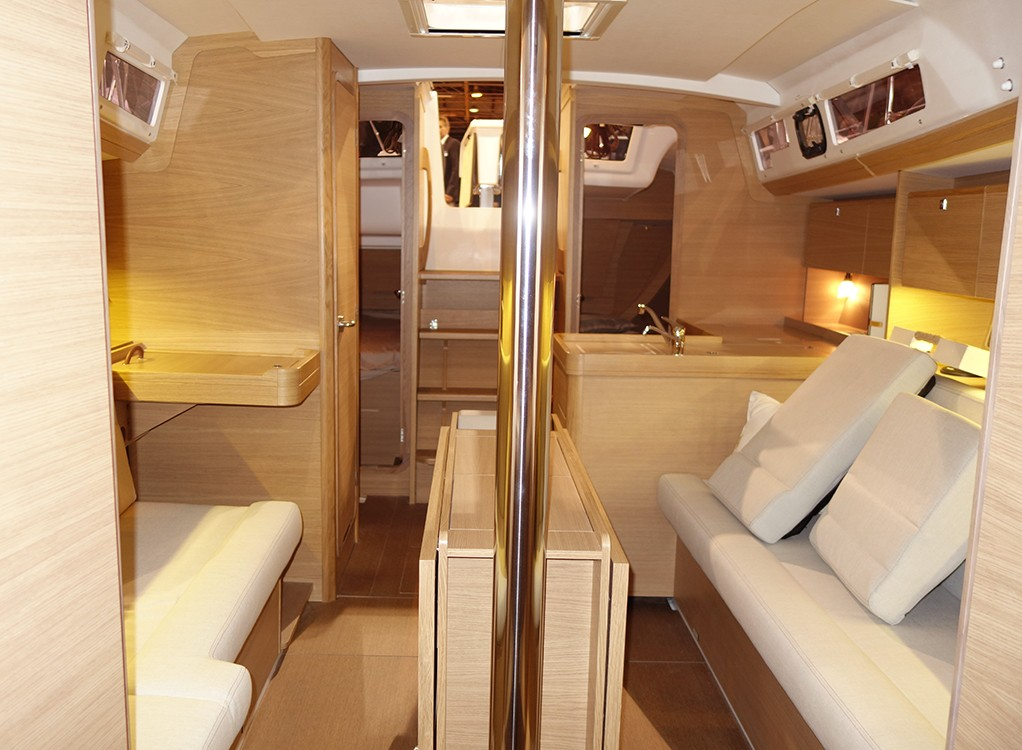 Dufour 350 Grand Large sailing
