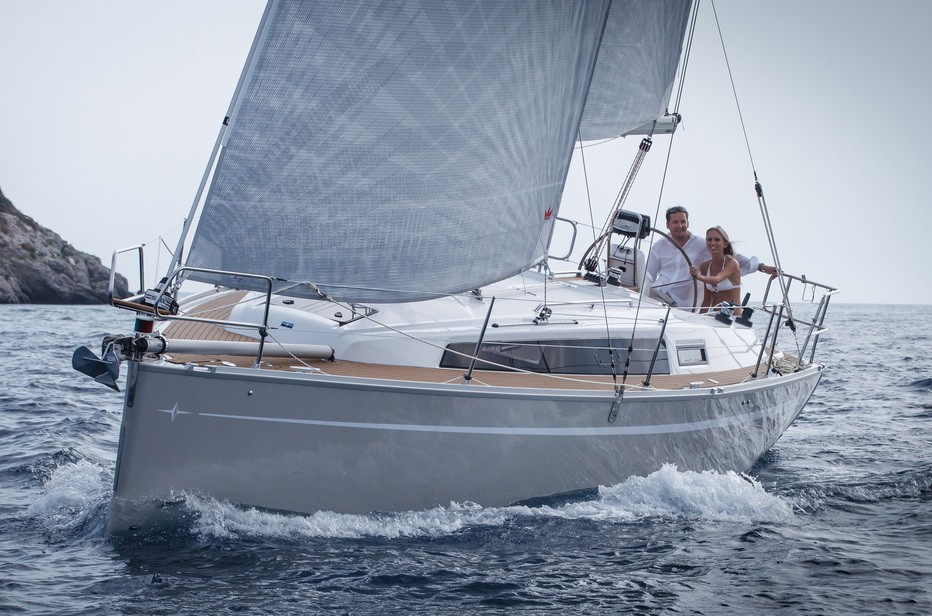 Bavaria Easy 9.7 charter