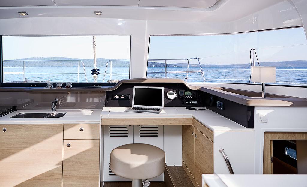 Catamaran-bali-4 .0-split
